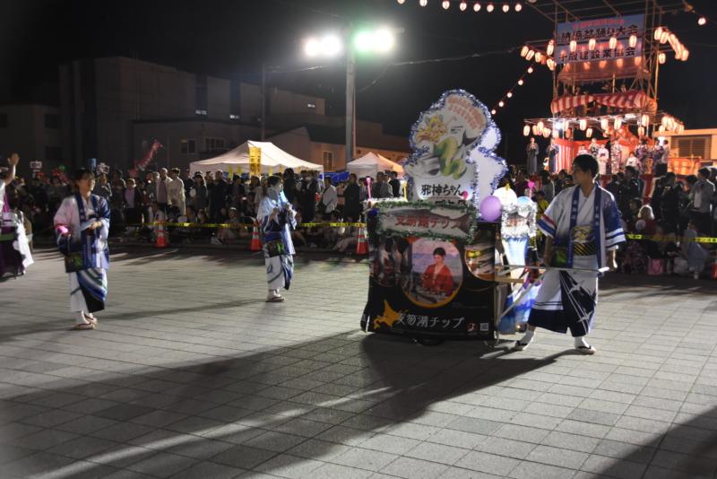 【盆踊り大会】邪神ちゃん×豊澤瞳さんコラボ「支笏湖チップ号」登場!
